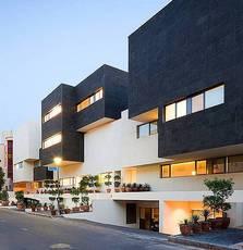 Современная архитектура: Кувейт украсили черно-белой улицей