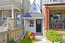 В Канаде продается самый маленький дом в мире