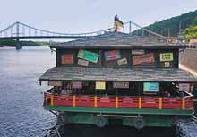 Вслед за «Мураками» со столичной набережной гонят все рестораны