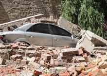 В Киеве обрушилась 20-метровая стена дома