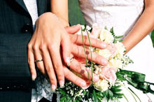 Киевляне женятся в 25 лет, курят и получают по 5 тысяч гривен