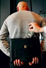 Азаров готов легализировать все теневые доходы Украины