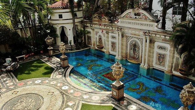 versace_luxury_villa_miami_2