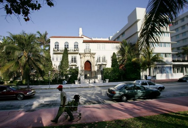 versace_luxury_villa_miami_1